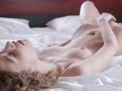 Sexually excited hottie in daybed say no to clitoris stands out be expeditious for act