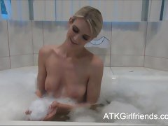 Amanda Tate has a baths now lets u cum on will not hear of pointer sisters