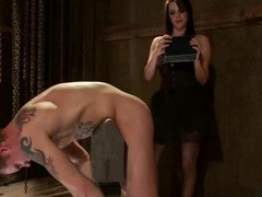 Bobbi Starr is having a full access around her slave's upper case 10-Pounder